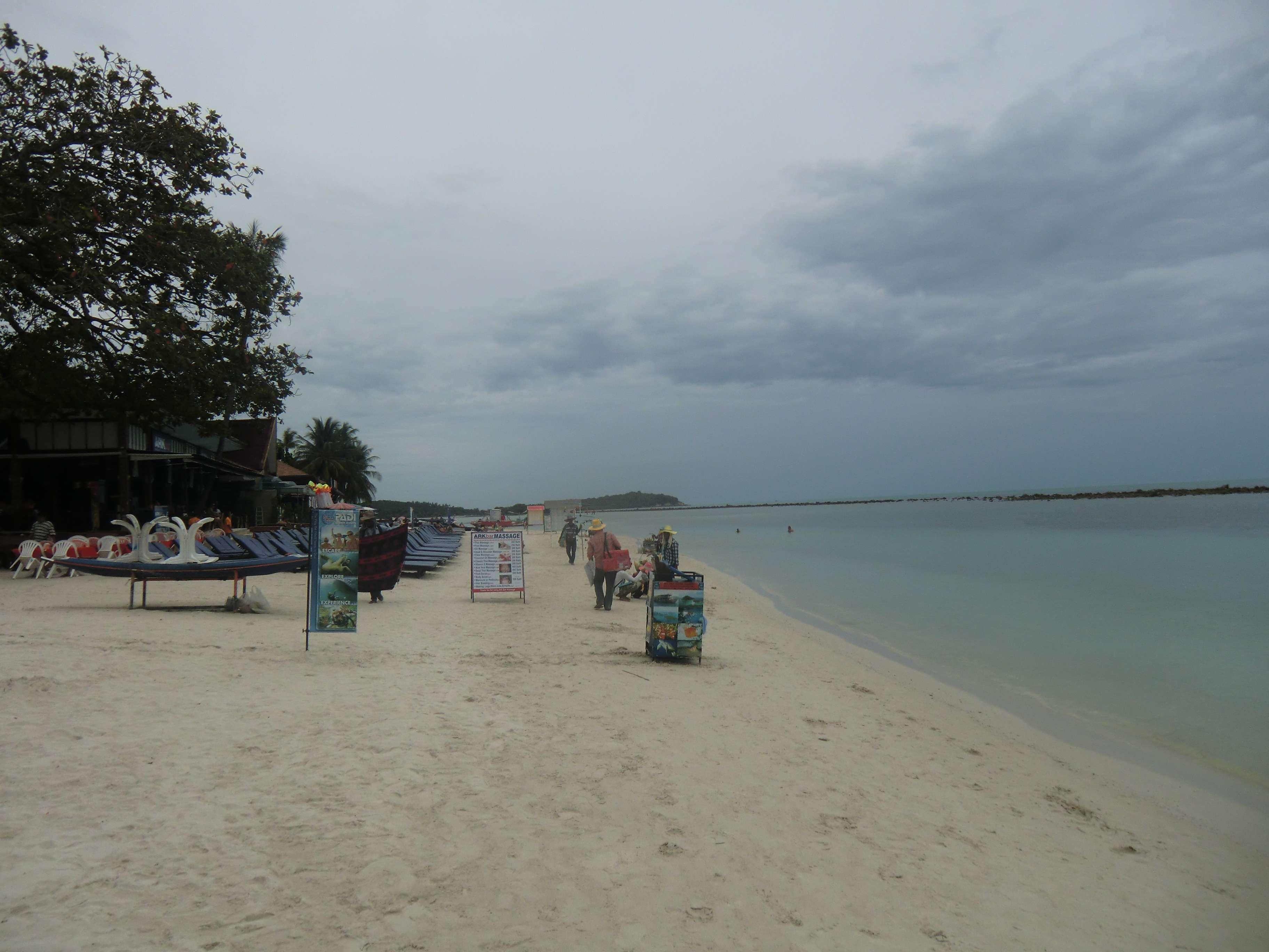 der Strand von Chaweng linksseitig
