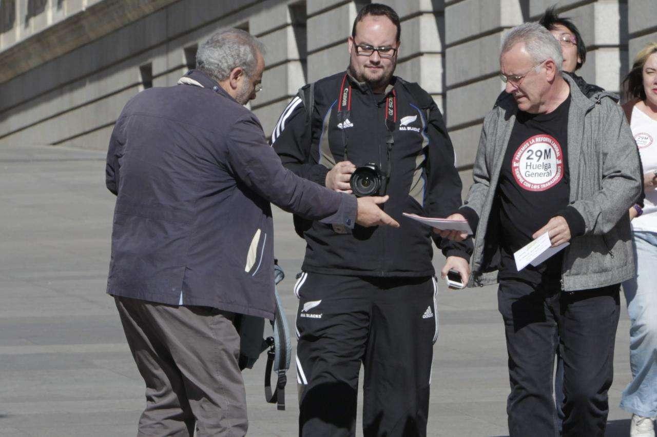 """huelga21 - Cayo Lara recrimina a Interior que actúe como """"un piquete al servicio de la CEOE"""""""