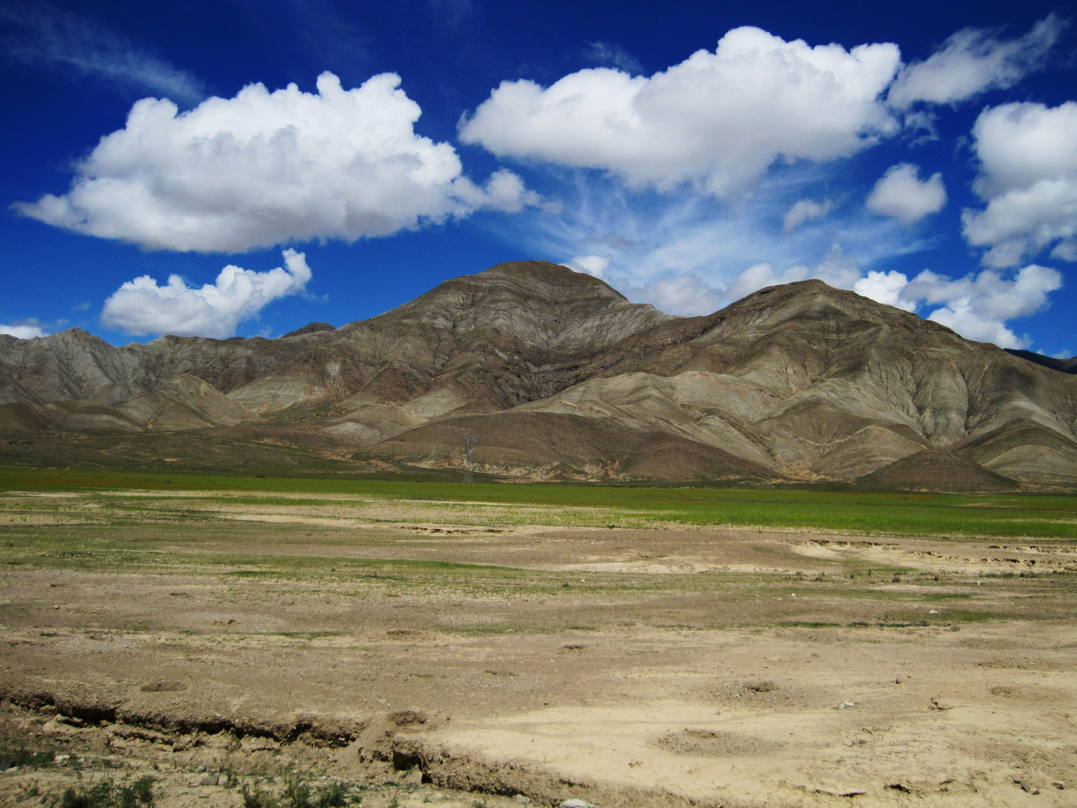 Road To Everest Base Camp Across The Tibetan Plateau